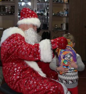 Полицейский Дед Мороз сказку в каждый дом принёс!